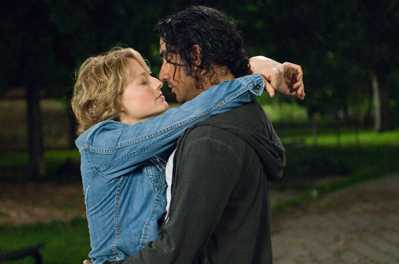Erica and David (Jodie Foster and Naveen Andrews) in The Brave One