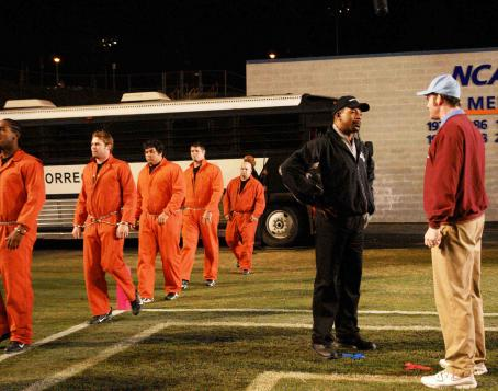 David Koechner Inmate Football Team. Freddie Wiseman (Carl Weathers) introduces his 'Gridiron Gang' to the opposing team's coach, Lambeau Fields ().
