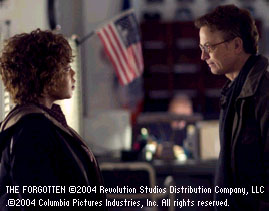 Gary Sinise Alfre Woodard and  in The Forgotten - 2004