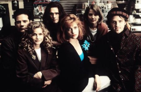 Singles (1992) - Campbell Scott, Kyra Sedgwick, Matt Dillon, Sheila Kelley, Bridget Fonda and Jim True-Frost.