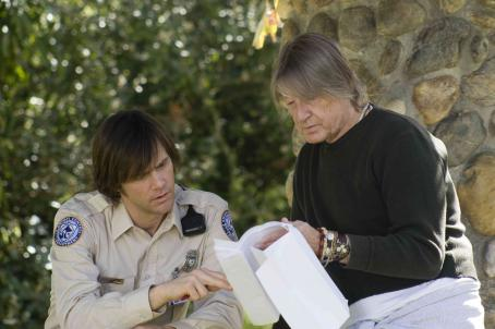 Joel Schumacher Jim Carrey (left) and Director  (right) review the script before shooting on the set of THE NUMBER 23. Photo Credit: ©2007 Christine Loss/New Line Cinema
