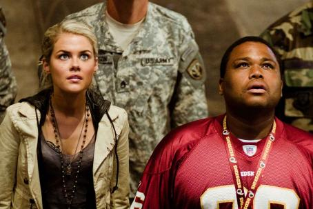 "Anthony Anderson Techies Maggie Madsen (RACHAEL TAYLOR, left) and Glen Whitmann (ANTHONY ANDERSON, right) are called in to help prevent alien annihilation in ""TRANSFORMERS."" © 2007 DreamWorks LLC and Paramount Pictures. All Rights Reserved. Hasbro, TRANSFORMER"