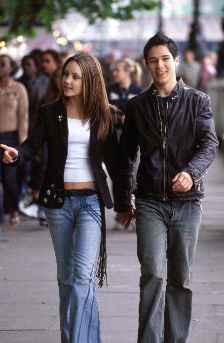 What a Girl Wants Amanda Bynes and Oliver James in Warner Bros. Pictures coming-of-age comedy, 'What A Girl Wants.'