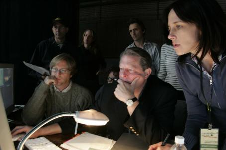 "Al Gore Left to right (foreground) Brian Buell (video screens), , Lesley Chilcott (co-producer). (Background) Dan Goldrich (video screens), Davis Guggenheim (director), Lawrence Bender (producer) on location in ""An Inconvenient Truth"". Paramoun"