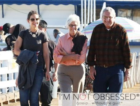 Katie Holmes  Does Lunch With Her Parents In Malibu