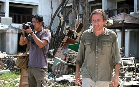 Will Yun Lee  as Chai and Tim Roth as Nick Fraser in Tsunami: The Aftermath.
