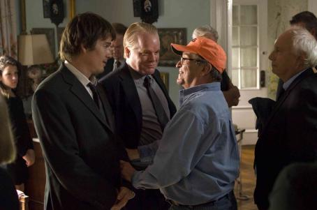 Sidney Lumet Ethan Hawke, Philip Seymour Hoffman and Director  on the set of Before the Devil Knows You're Dead.