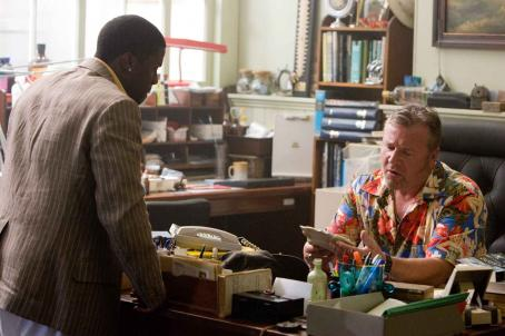 "Kevin Hart KEVIN HART as Bigg Bunny and RAY WINSTONE as Moe Fitch in Warner Bros. Pictures' romantic comedy adventure ""Fool's Gold."" The film stars Matthew McConaughey and Kate Hudson. Photo by Vince Valitutti"