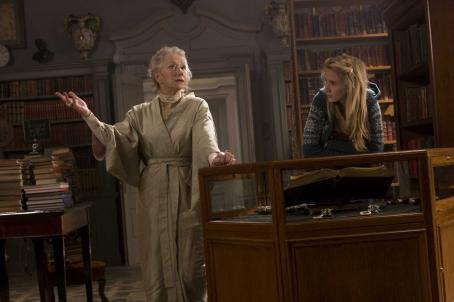 Meggie Folchart (L-R) Elinor (HELEN MIRREN) explains to Meggie (ELIZA HOPE BENNETT) how books are an escape for her in New Line Cinema's fantasy adventure 'Inkheart,' also starring BRENDAN FRASER, PAUL BETTANY, JIM BROADBENT and ANDY SERKIS. This film is dist