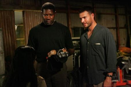 The Unit Dennis Haysbert as Jonas 'Snake Doctor' Blane and Scott Foley as Bob 'Cool Breeze' Brown in