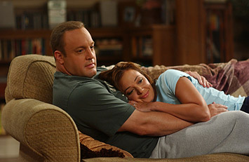 Carrie Heffernan Kevin James as Doug and Leah Remini as Carrie in CBS Television 'The King of Queens.'