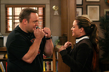 Carrie Heffernan Kevin James as Doug and Leah Remini as Carrie in CBS Television 'The King of Queens.