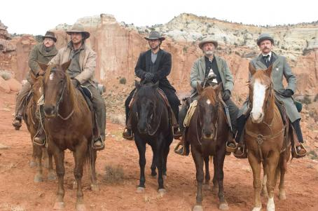 Peter Fonda Doc Potter (Alan Tudyk), Dan Evans (Christian Bale), Ben Wade (Russell Crowe), Byron McElroy (), and Glen Hollander (Lennie Loftin) in 3:10 TO YUMA. Photo credit: Richard Foreman / Lionsgate