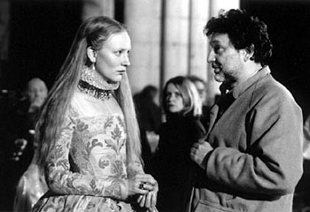 Elizabeth Cate Blanchett and director Shekhar Kapur on the set of
