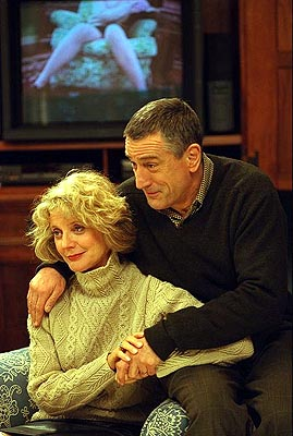 Blythe Danner Dina () and Jack Byrnes (Robert De Niro) in Universal's Meet The Parents - 2000