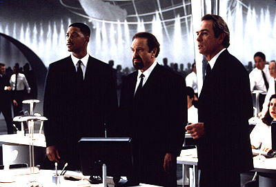 Men in Black Will Smith, Rip Torn and Tommy Lee Jones in Men In Black - 1997