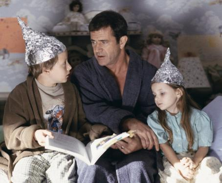 Rory Culkin , Mel Gibson and Abigail Breslin in Touchstone's Signs - 2002