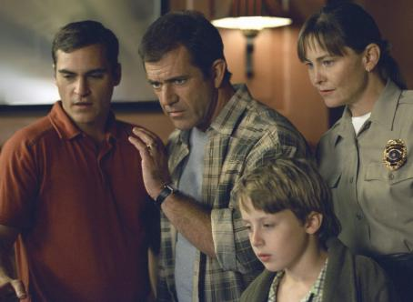 Rory Culkin Joaquin Phoenix, Mel Gibson,  and Cherry Jones in Touchstone's Signs - 2002