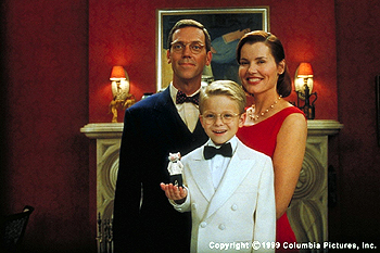 Stuart Little Beaming with pride, the Littles pose for their first family portrait in the Columbia Pictures presentation STUART LITTLE (12/99): (clockwise from top left) Hugh Laurie, Geena Davis, Jonathan Lipnicki and Stuart (voiced by Michael J. Fox)