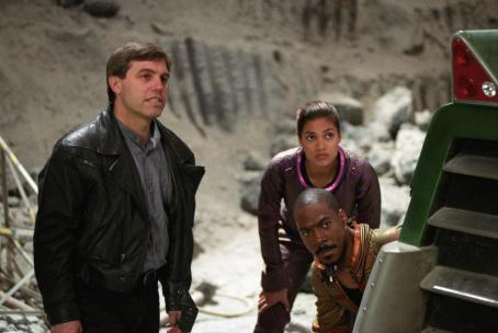 The Adventures of Pluto Nash Director Ron Underwood with Rosario Dawson and Eddie Murphy on the set of  - 2002