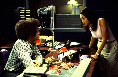Karyn Parsons Tim Meadows as Leon and  as Julie in Paramount's The Ladies Man - 2000