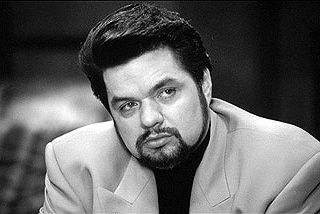 Oliver Platt  as trigger-happy Mafia leader Fulvio Nesstra in Hollywood Pictures' Gun Shy - 2000