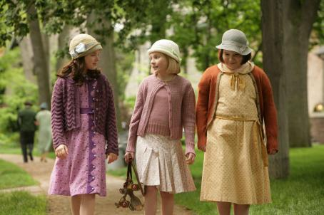 Madison Davenport , Abigail Breslin and Brieanne Jansen in a scene from Kit Kittredge: An American Girl© 2008 From HBO Films/A Picturehouse release - Photographer: Cylla von Tiedemann