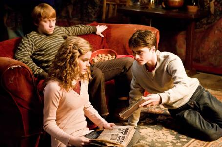 Hermione Granger (L-r) EMMA WATSON as , DANIEL RADCLIFFE as Harry Potter and RUPERT GRINT as Ron Weasley in Warner Bros. Pictures' fantasy 'Harry Potter and The Half-Blood Prince.' Photo by Jaap Buitendijk. ©2008 Warner Bros. Entertainment Inc.