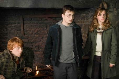 Hermione Granger (L-r) RUPERT GRINT as Ron Weasley, DANIEL RADCLIFFE as Harry Potter and EMMA WATSON as  in Warner Bros. Pictures' fantasy 'Harry Potter and the Order of the Phoenix.' Photo by Murray Close.