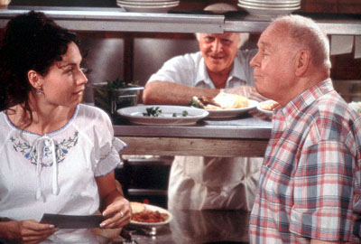 Robert Loggia Grace Briggs (Minnie Driver), Angelo Pardipillo () and Marty O'Reilly (Carroll O'Connor) in MGM's Return To Me - 2000