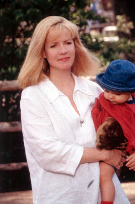 Bonnie Hunt Megan Dayton () is Grace's best friend in MGM's Return To Me - 2000