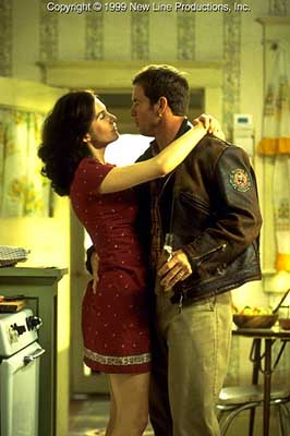 Elizabeth Mitchell  and Dennis Quaid in New Line's Frequency - 2000