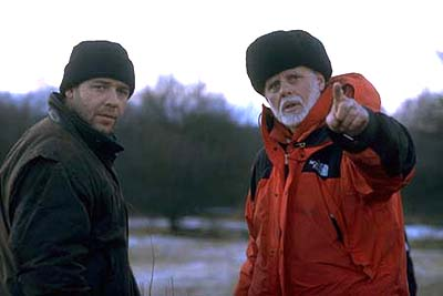 Proof of Life Russell Crowe and director Taylor Hackford on the set of Castle Rock's Proof Of Life - 2000
