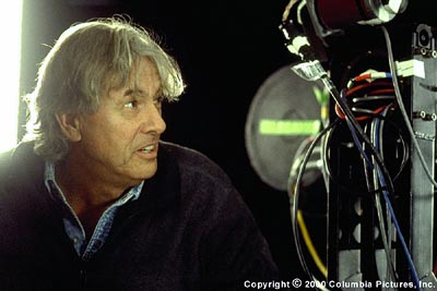Hollow Man Paul Verhoeven is the director of Columbia's  - 2000