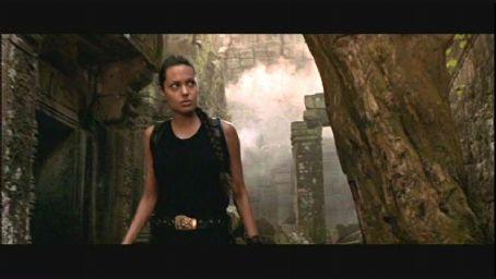 Lara Croft Angelina Jolie as  in Paramount's action/adventure : Tomb Raider - 2001