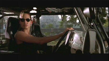 Lara Croft Angelina Jolie in a scene from : Tomb Raider - 2001