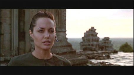 Lara Croft Angelina Jolie in Simon West's : Tomb Raider, also starring Jon Voight - 2001
