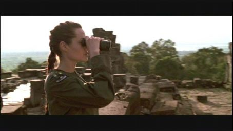 Lara Croft Angelina Jolie in : Tomb Raider directed by Simon West and distributed by Paramount - 2001