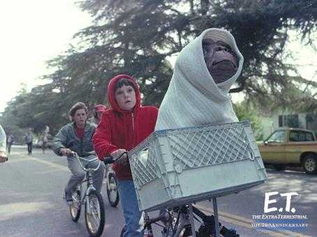 E.T.: The Extra-Terrestrial E.T. The Extra-Terrestrial The 20th Anniversary wallpaper - 2002
