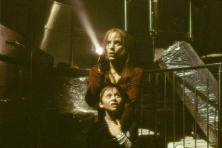 Emma Caulfield and Lee Cormie in Columbia's Darkness Falls - 2003