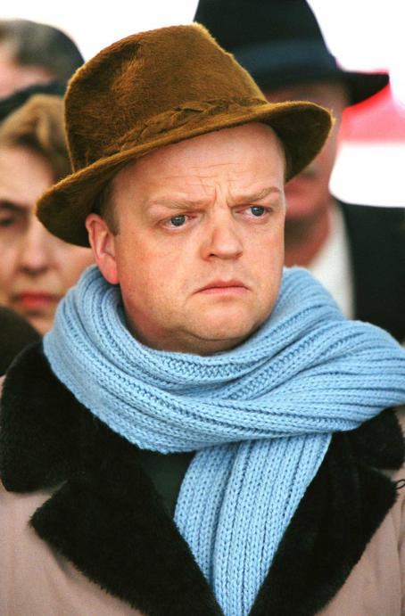 Toby Jones  as Truman Capote in director Douglas McGrath's Infamous, a Warner Independent Pictures release. Photo Credit: Deana Newcomb © 2005 Warner Bros. Entertainment Inc.