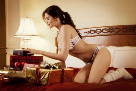 Hana Nitsche Enamorata Lingerie – Christmas Collection