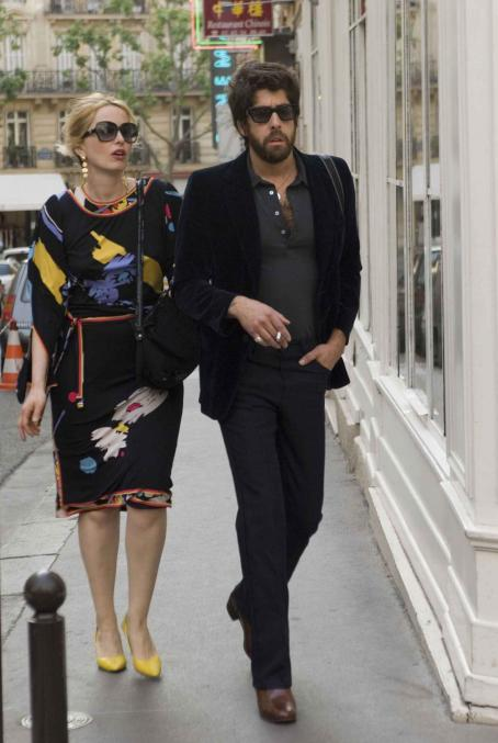 2 Days in Paris Julie Delpy as Marion and Adam Goldberg as Jack in