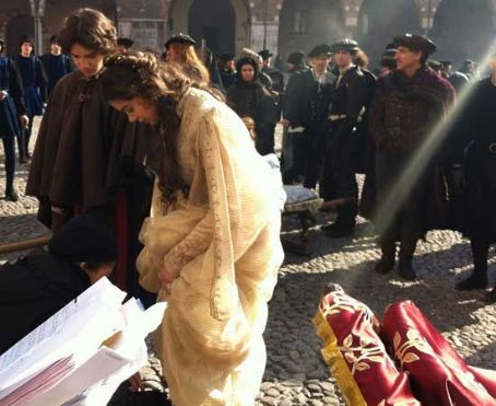 New photos from the set of Hailee Steinfeld and Douglas Booth's new film, Romeo and Juliet, have arrived