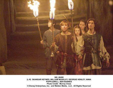 Susan Pevensie - (l to r) SKANDAR KEYNES, WILLIAM MOSELEY, GEORGIE HENLEY, ANNA POPPLEWELL, BEN BARNES. Photo Credit: Murray Close '© Disney Enterprises, Inc. and Walden Media, LLC. All Rights Reserved.'