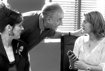 Garry Marshall Molly Shannon,  and Drew Barrymore in Never Been Kissed
