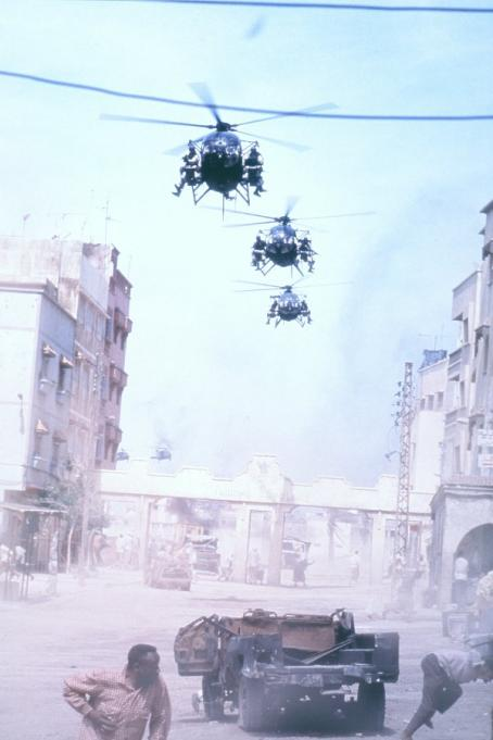 Black Hawk Down American troops arrive in Mogadishu in Columbia's  - 2001