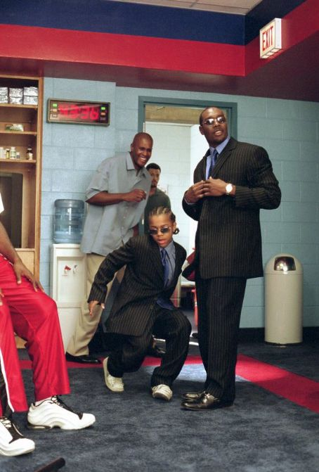 Morris Chestnut Calvin (Lil Bow Wow, left) and Tracy () sport matching suits, much to the amusement of their teammates in 20th Century Fox's Like Mike - 2002