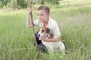 Frankie Muniz Willie Morris () and his dog in Warner Brothers' My Dog Skip (12/99)