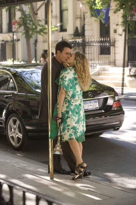 "Chris Noth  (left) stars as ""Mr. Big"" and Sarah Jessica Parker (right) stars as ""Carrie Bradshaw"" in New Line Cinema's upcoming release of SEX AND THE CITY: THE MOVIE. Photo Credit: Craig Blankenhorn/New Line Cinema."